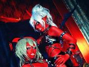 《吊带袜天使》恶魔姐妹COS红色诱惑图欣赏